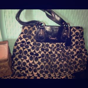 Coach tote used but good condition.